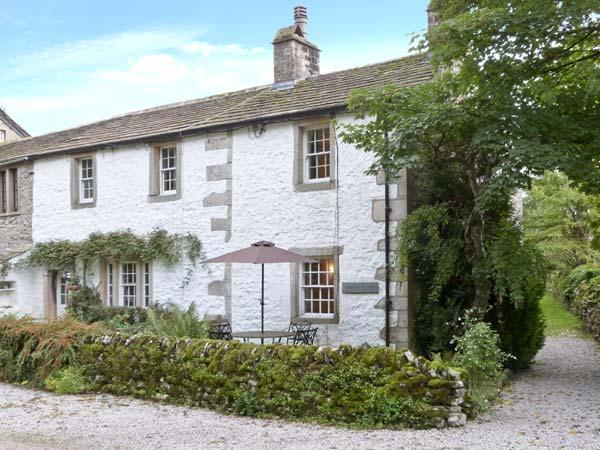 TENNANT COTTAGE, pet friendly, character holiday cottage, with open fire in Malham, Ref 11307 - Image 1 - Malham - rentals