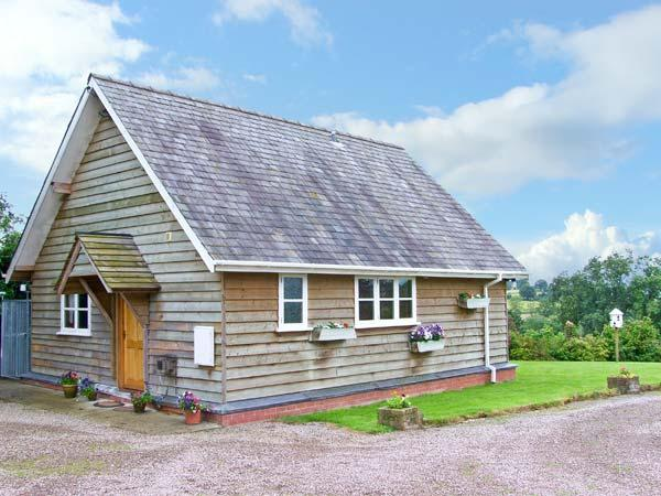 THE LODGE, country holiday cottage, with a garden in Orleton, Ref 13376 - Image 1 - Orleton - rentals