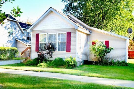 Welcome - 224 Van Buren - Weekly stays begin on Saturdays - South Haven - rentals