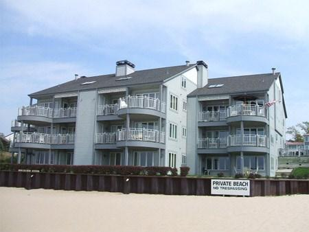 Waters Edge 5 - Condo on The Beach - Image 1 - South Haven - rentals