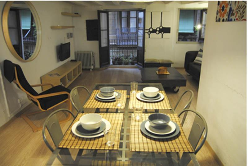 Dining and living room - Charming apart. in Gothic area - Barcelona - rentals