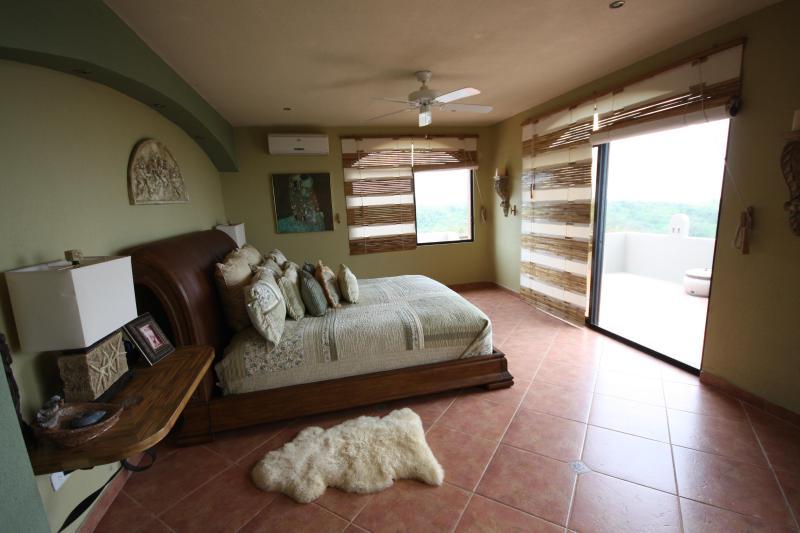 MASTER BEDROOM  #1 - LUXURIOUS VILLA  PACIFIC OCEAN & MOUNTAIN VIEW - Santa Elena - rentals