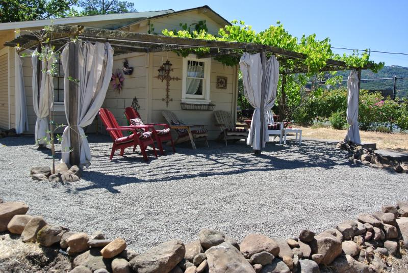 Relax in tranquility overlooking the vineyard - Free Nite~Vineyard Home,Bikes,Near Plaza,Wine,Wifi - Sonoma - rentals