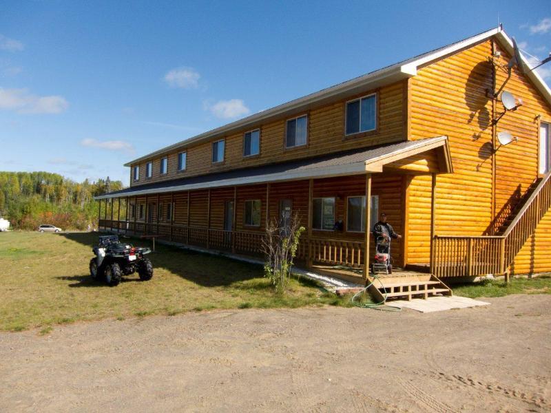Front of the Lodge - Kab Lake Lodge -Northern Ontario Fishing & Hunting - Thunder Bay - rentals