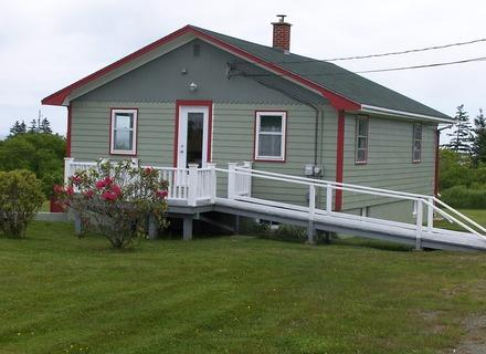This newly renovated cottage enjoys a fabulous harbour view and a close proximity to a number of beautiful beaches. - Moose Harbour View Cottage - Liverpool - rentals