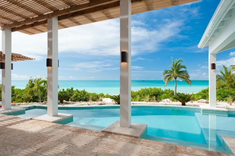 Sapphire Sunsets Beach Villa - Beachfront Luxury on Sapodilla Bay, Providenciales - 5-Bdrm villa right on sandy beach, fab pool&views! - Providenciales - rentals