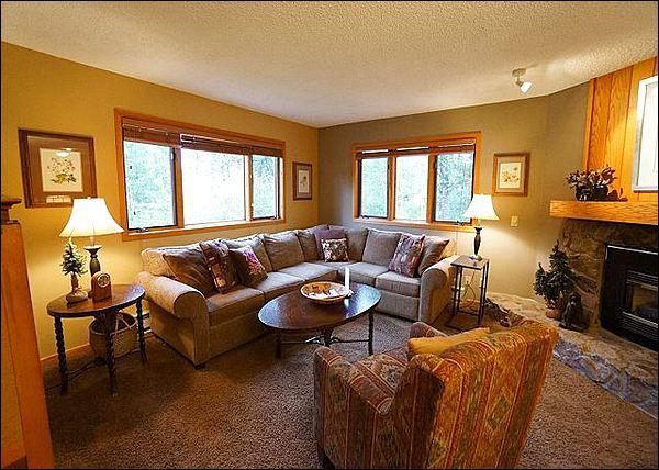 Living Room Features a Gas Fireplace and Flat-Screen TV - Ideal for a Romantic Getaway - Recently Remodeled (2122) - Breckenridge - rentals