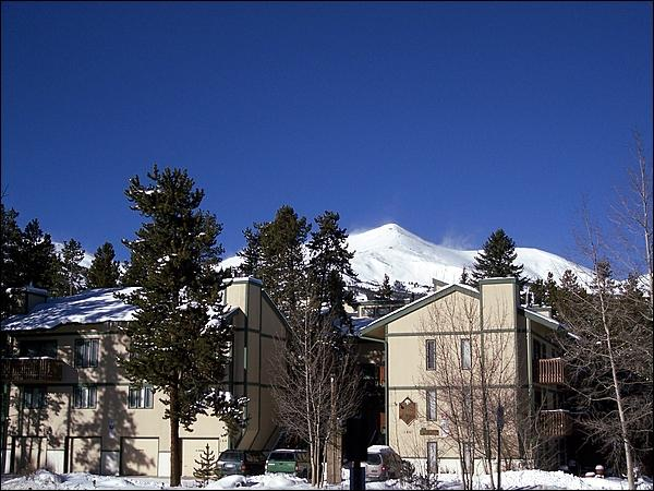 Beautiful, Centrally Located Condo - Wonderful Slope Views - Free Shuttle Access (13346) - Breckenridge - rentals
