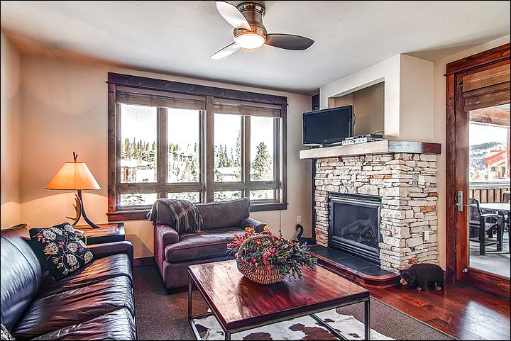 Cozy Living Room that Includes a Gas Fireplace and TV - High Quality Finishes & Furnisihngs - Walk to Town (7022) - Breckenridge - rentals
