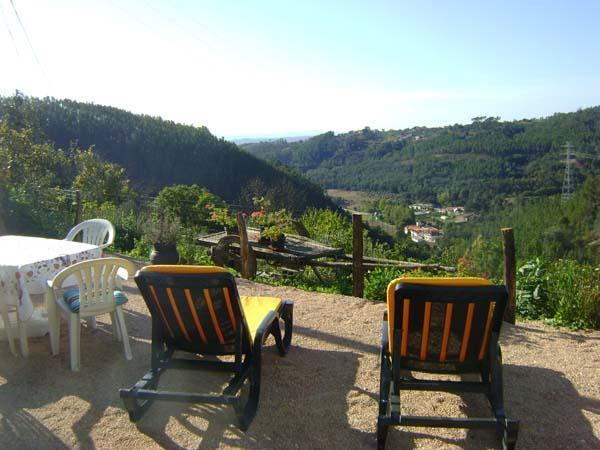 View from the terrace - Casa de Xisto, Charming stone cottage 3 bedrooms, spectacular views, Arganil 7km - Arganil - rentals