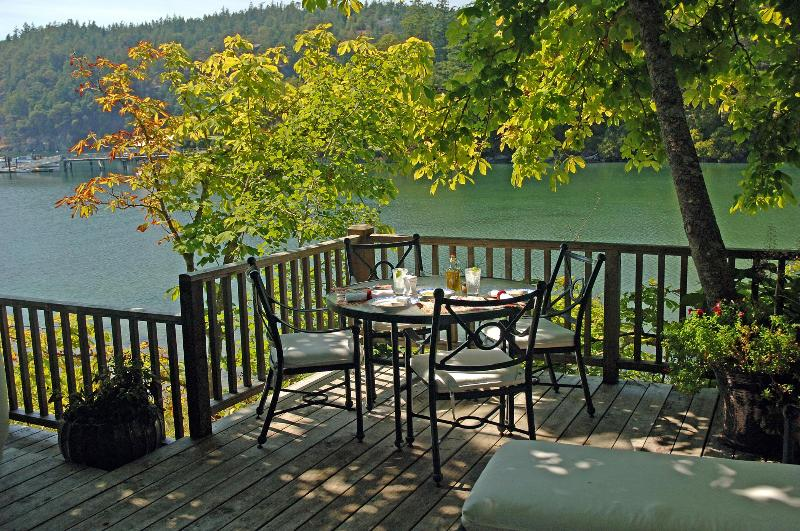 At the Water's Edge - Idyllic Historic Waterfront Cottage, Private Beach - Deer Harbor - rentals