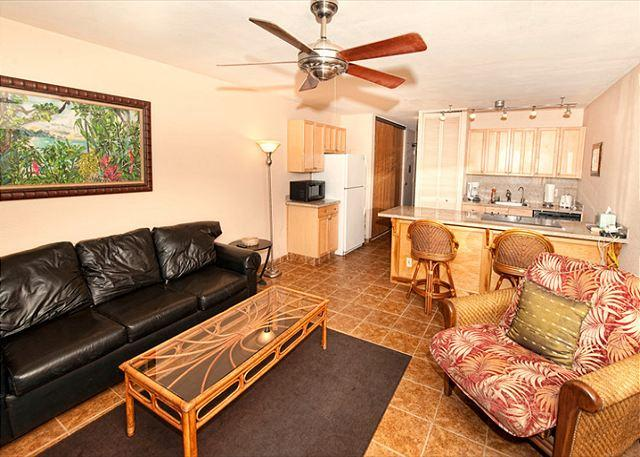 FALL SPECIALS! Renovated condo in a great location near Kamaole Beach. - Image 1 - Kihei - rentals