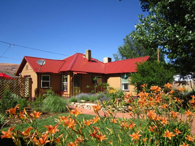 Colorful Moosewood Cottage - Moosewood Cottage.  Colorful 3BR/2BA In-Town House - Moab - rentals