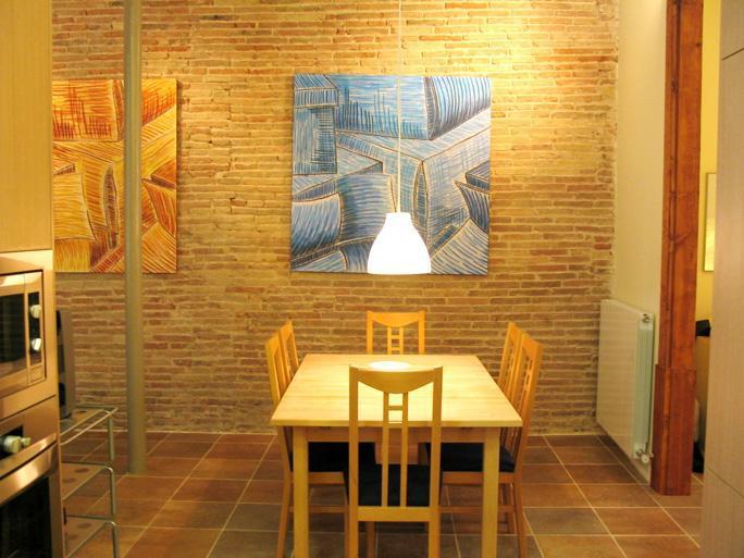 Living room - Avinyo Mansion: 2 bedrooms, sleep 8. Old Town - Barcelona - rentals