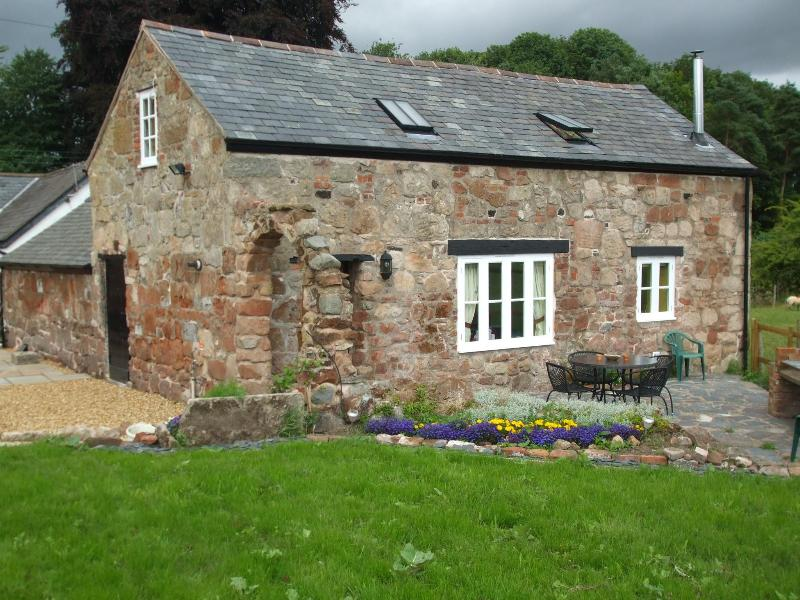View of the Barn from the garden - The Old Forge Holiday Barn, Knockin, Oswestry - Knockin - rentals
