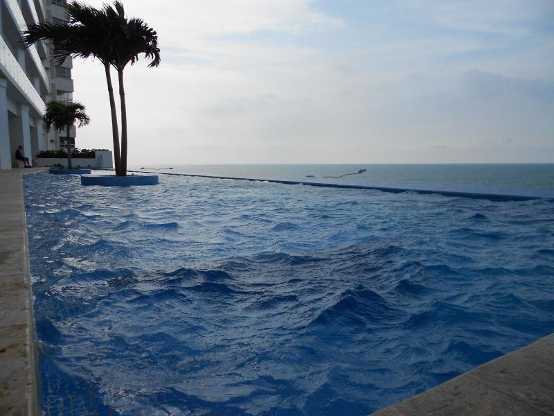 Swimming pool 5th floor - Beach front near city center - 2 bedroom Cartagena - Cartagena - rentals