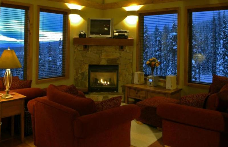 Galleried Living Room - Adele Newman - British Columbia - rentals