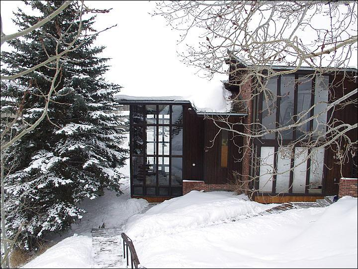 Exterior View - Lots of Big Windows Create Great Natural Light. - 150 Yards to the Ski Slopes - Low Rates, Great Value (2852) - Steamboat Springs - rentals