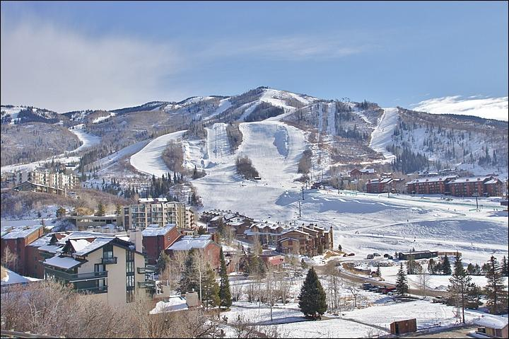 It is only 100 yards between the building, lower left, and the slopes! - 100 Yards to Ski Slopes - Walk to slopes, dining & shopping (4531) - Steamboat Springs - rentals