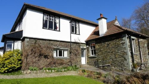 BROOKWOOD COTTAGE, Bowness on Windermere - Image 1 - Bowness & Windermere - rentals