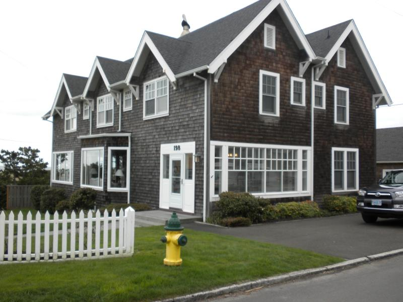198 W. Third (3rd & N Ocean) - 7 bedroom beach escape-Gearhart, Ocean Ave. - Gearhart - rentals