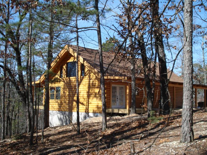 "The Bear Cliff is surrounded by ""The Bird Sanctuary"" in Forest above Table Rock Lake at Branson, MO - VACATION LOG CABIN RENTAL,TABLE ROCK LAKE CABIN,SECLUDED FOREST, BRANSON, MO. - Ridgedale - rentals"