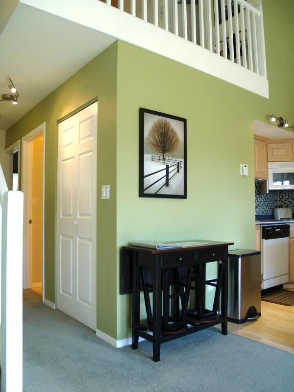 Extra seating and table options - Mt Bachelor Village -Top floor with 2 Queen beds + - Bend - rentals