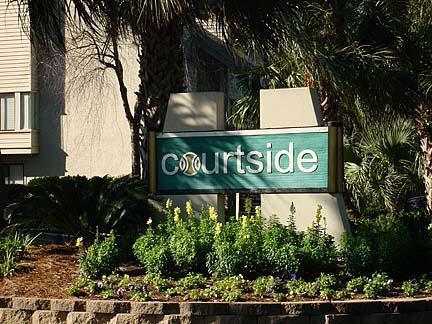Entrance Driveway - 2 bedroom 2 1/2 bath beach oriented condo - Hilton Head - rentals