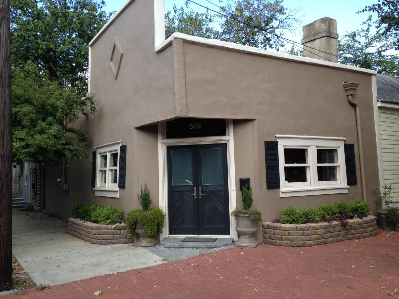 Front Entrance - Jones St House featured on HGTV & GAC - Savannah - rentals