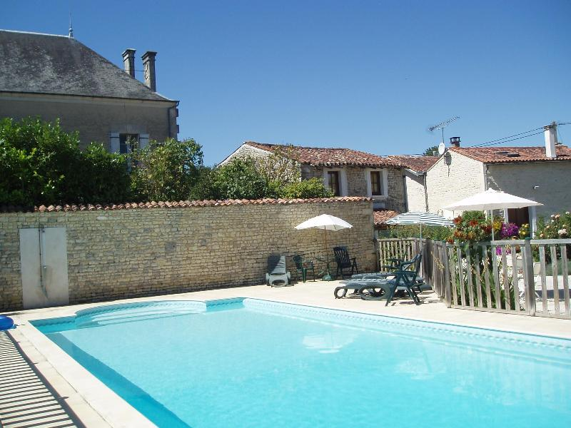 Heated pool - Charming stone cottage; heated pool in SW France - Le Gicq - rentals