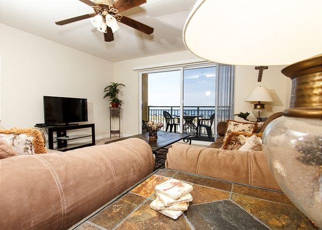 CONTEMPORARY 1BR/2BA UNIT ON THE FIRST FLOOR (2ND STORY) NICELY - PI 107: Cozy one bedroom, beach front property, Pool, Free Beach Service - Fort Walton Beach - rentals