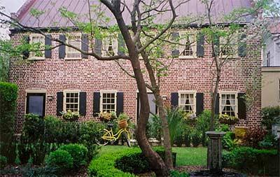 Exterior - Secluded Historic Downtown Kitchen House w/ garden - Charleston - rentals