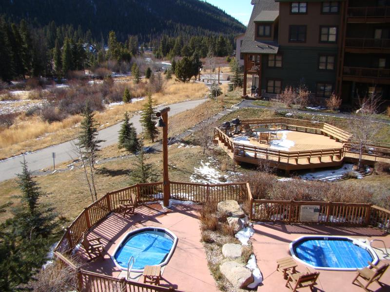 The hot tubs and picnic grills - Walk To Lift Large Luxury 3 Bedroom Condo - Keystone - rentals