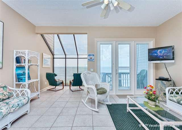 You'll want to spend all your time in the living room! - Venetian Beach House, Beach Front, near St Augustine Beach FL - Saint Augustine - rentals