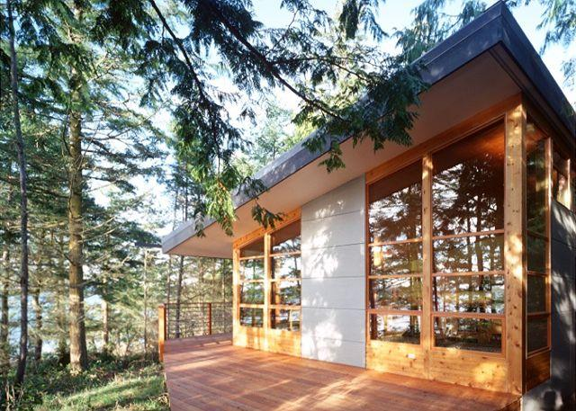 Aria da Capo features clean, angular lines and beautiful windows that face the sea. - Aria da Capo on Lopez Island - Lopez Island - rentals