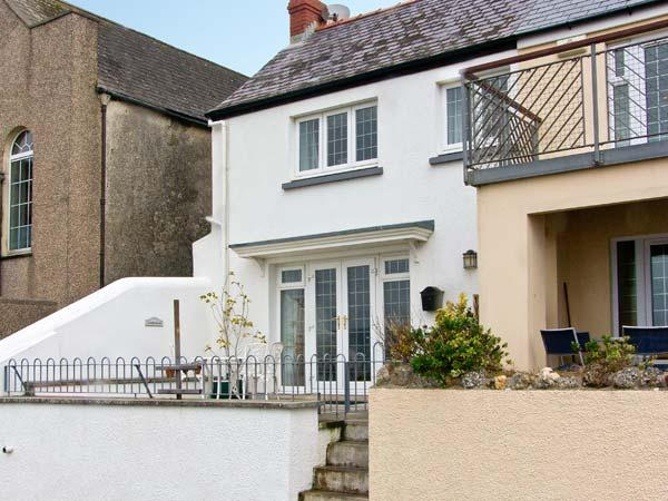 ROCK COTTAGE, family friendly, with a garden in Amroth, Ref 12579 - Image 1 - Amroth - rentals