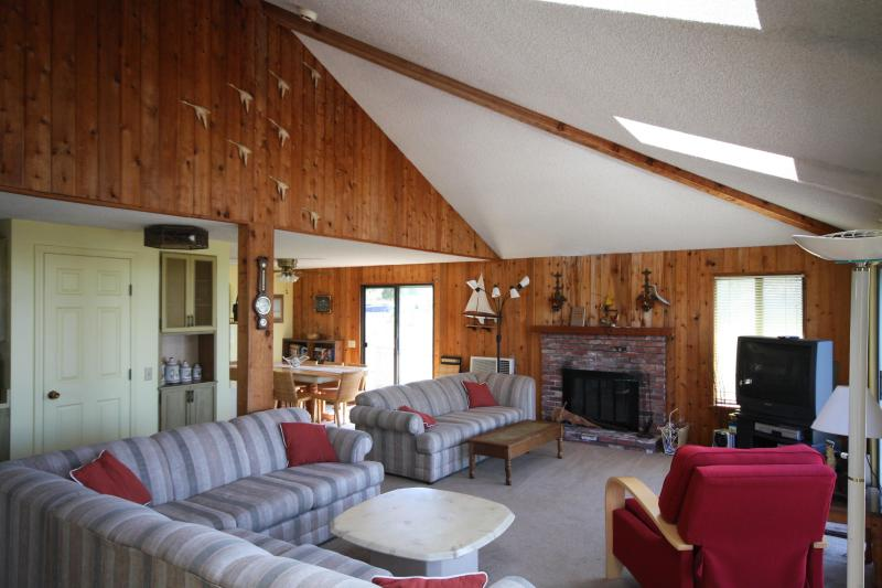 Living room - Ocean Bay Views on Peaceful Lieutenant Island - Wellfleet - rentals