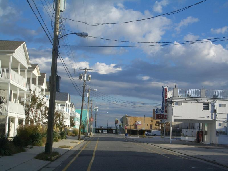 Just a few steps to the beach and boardwalk - Only August 25-27 left for $600 sleeps 9 - Wildwood - rentals
