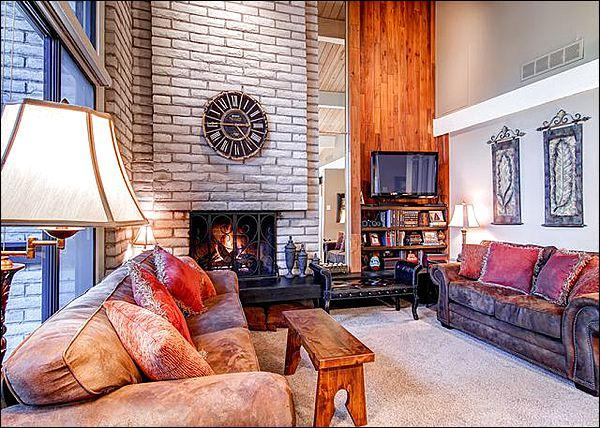 Huge Vaulted Ceilings, Fireplace, and Flat Screen TV in the Living Room - Two Blocks from Main Street - Recently Remodeled (13208) - Breckenridge - rentals