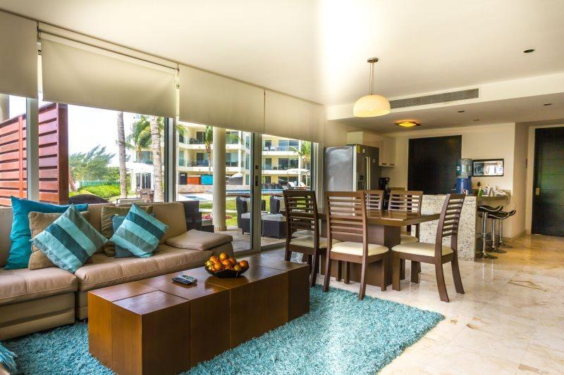 Corner Ground Floor Unit by the Beach Club and Pool! - Image 1 - Playa del Carmen - rentals