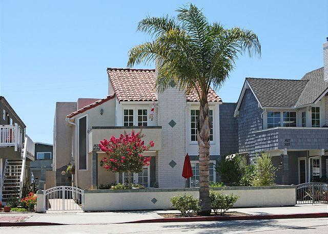 3 Bedroom Beach Condo Located on Peninsula Point! (68297) - Image 1 - Newport Beach - rentals