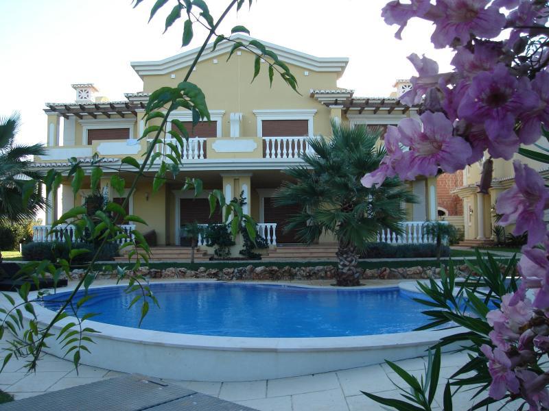 Beautiful villa in the eastern algarve for rent - Image 1 - Tavira - rentals