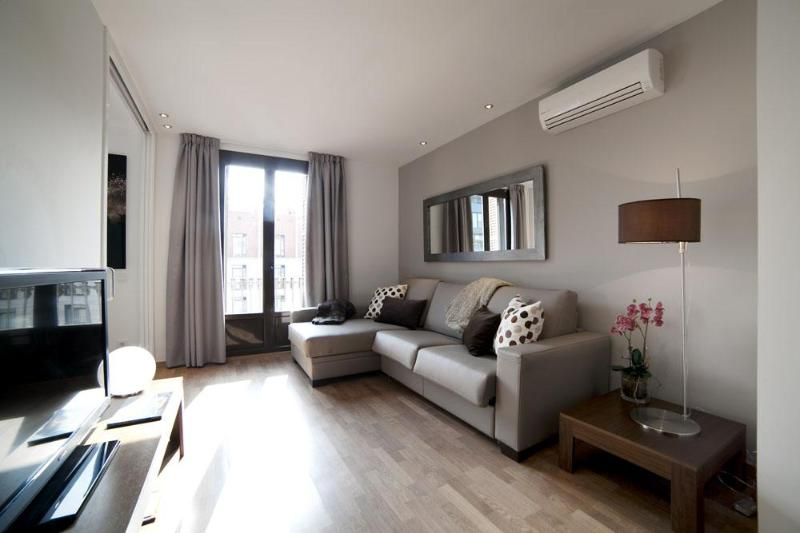 Serennia Ramblas - Plaza Cataluña 3 bedrooms - Image 1 - Barcelona - rentals