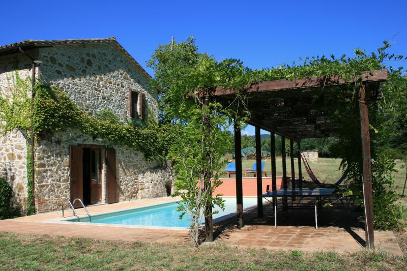 House, pool and pergola - Secluded, restored mill with private pool, Umbria - Perugia - rentals