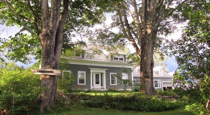 front of house as seen from road - Charming Vt. Farmhouse with spectacular mt. views - Londonderry - rentals