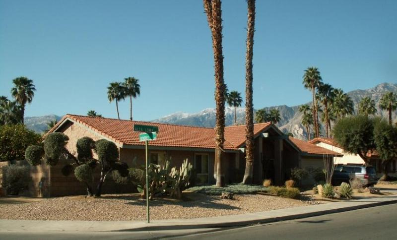 Beautiful, spacious house in excellent neighborhood in wind free South Palm Springs. - Gorgeous Home - Pool/Spa/Tennis - Sleeps 8 - Palm Springs - rentals