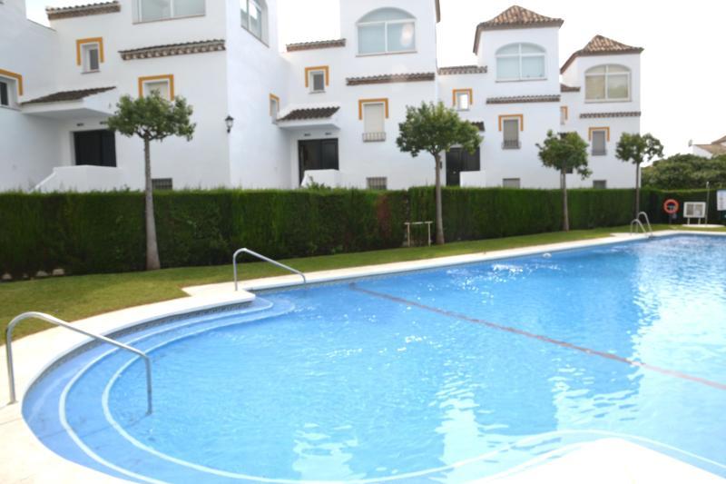 Sea view in Urb. with porter, high speed internet, TV- HD & Parkin near Golf - Image 1 - Marbella - rentals