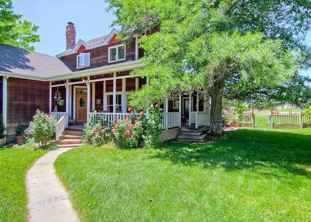 Front Yard - Farmhouse Splendor With All the Amenities! - Templeton - rentals