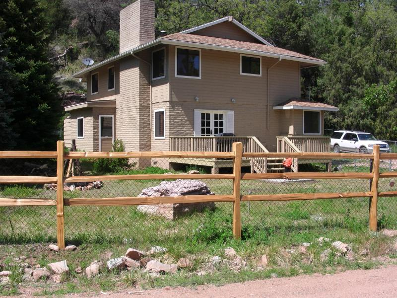 View from Road. Lg Deck and nestled against valley wall with cool pine trees. fully fenced yard. - East Verde River Cabin: Fish, Hunt & Family Fun - Payson - rentals