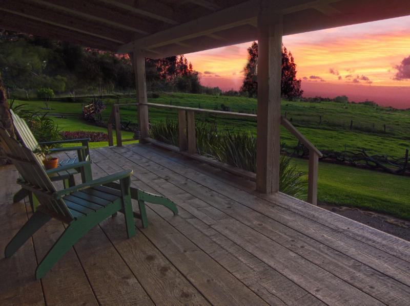 Kohala Lodge - Porch Sunset - Kohala Lodge - Kohalalodge.com - Hawi - rentals